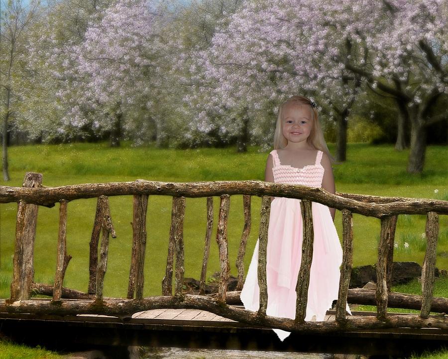 Creatie – Emma op houten bruggetje